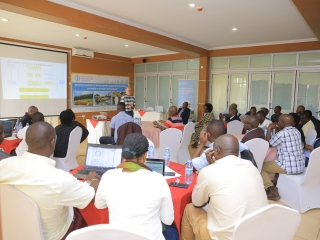 Petri Lehtonen- Forest Governance and Economics officer, FAO Rome, facilitaes the training workshop for growers in Jinja. The workshop and meeting were co-facilited by Lara Machuama- Partnerships Officer at FAO.  ©